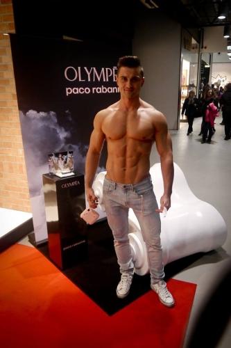 model topless na eventy